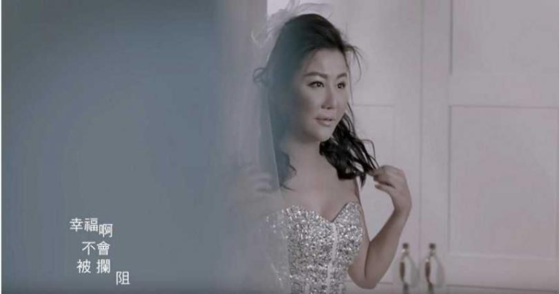 歌手彭佳慧曾唱出大齡女子雖然獨立堅強,卻也想結婚有人陪伴的寂寞心情。(示意圖,與本文無關/翻攝自YouTube)