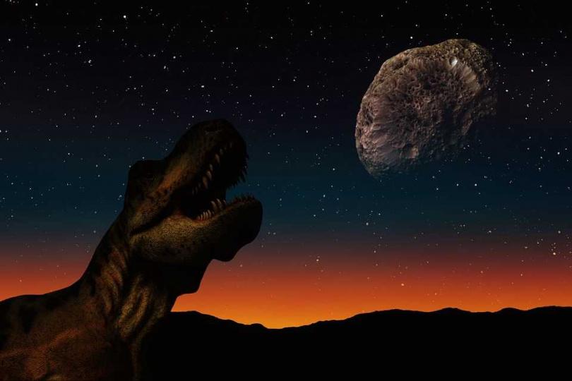專家認為,6500萬年前那顆巨大小行星撞擊力道之大,不只將恐龍滅族,還把包含恐龍在內的部分史前生物噴飛至月球或火星上。(圖/Pixabay)
