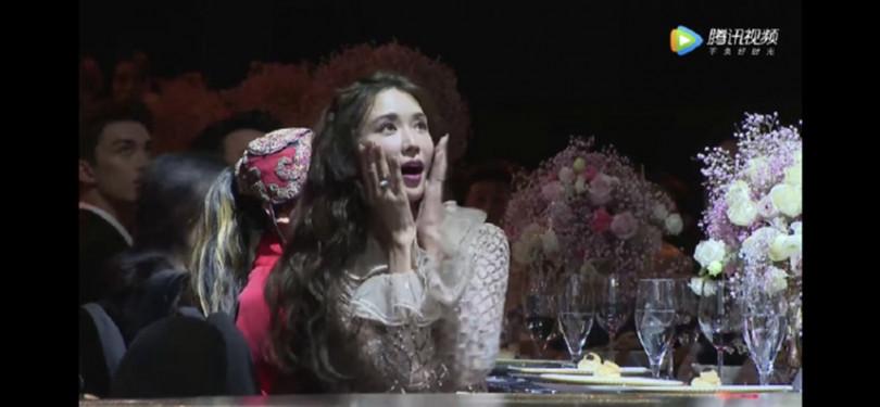 聽到主持人提到懷孕字眼,林志玲嚇了一跳。(圖/翻攝微博)