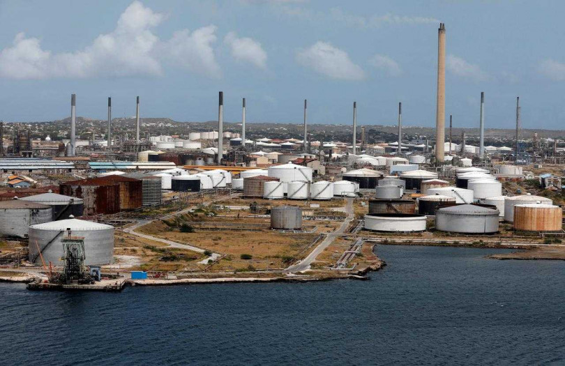 彭博指出,如果國際油價一直保持每桶35美元的低價的話,沙國赤字佔GDP比重將達15%。(圖/Reuters)