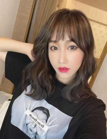 林佩瑤分享新髮型照。(圖/翻攝自IG)