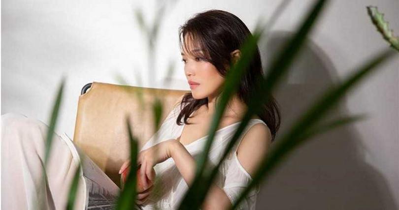 林俊傑〈無濾鏡〉MV請到舒淇擔任女主角。(圖/華納音樂提供)