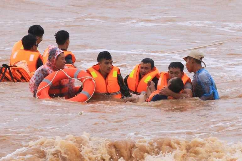南卡颱風直撲越南恐加劇洪災。(圖/Reuters)