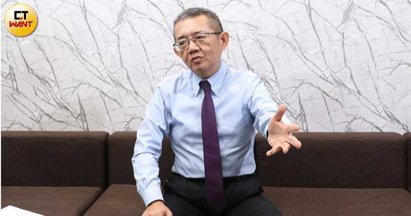 大聯大投資控股財務長兼發言人袁興文。(圖∕王永泰攝)