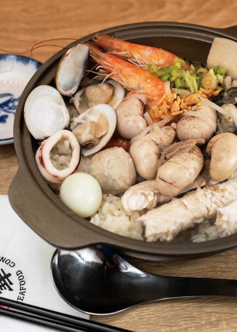 「爆料雞胇粥」的海鮮鮮味能平衡雞胇的腥味,就算不敢吃雞胇的客人也能接受。(288元)(圖/張祐銘攝)