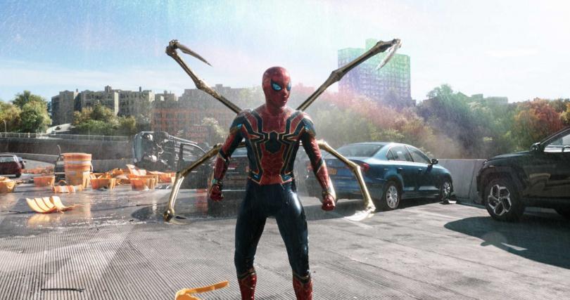 蜘蛛人著前作鋼鐵蜘蛛裝華麗登場。