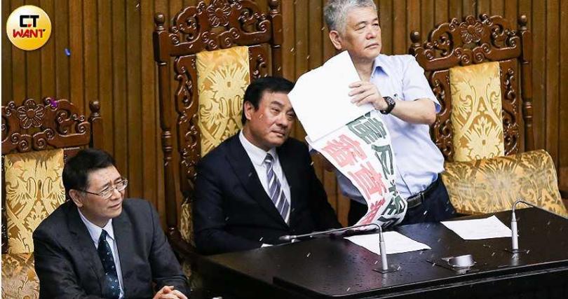 在野黨批評前立法院長蘇嘉全風格強勢,曾強行通過中選會主委李進勇人事案。(圖/張文玠攝)