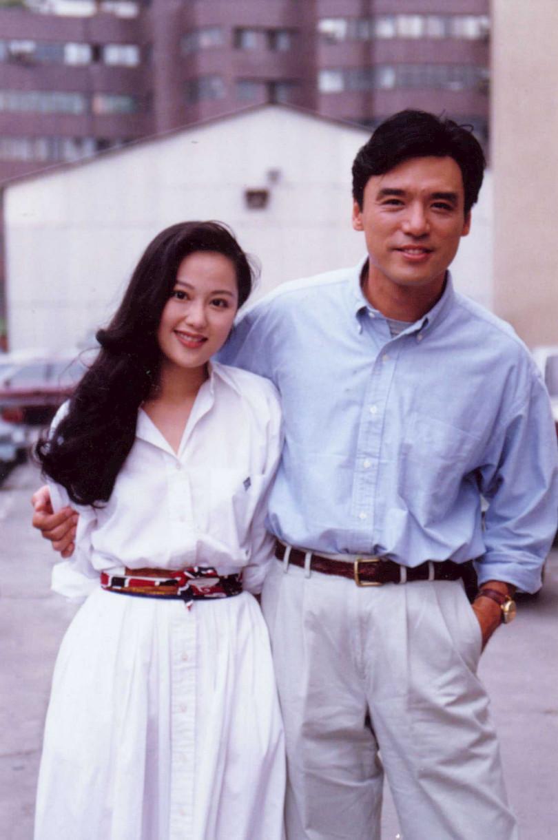 港星鍾鎮濤(阿B)和前妻章小蕙螢幕前「鶼鰈情深」,台下被指控搞垮鍾鎮濤。(圖/報系資料照)