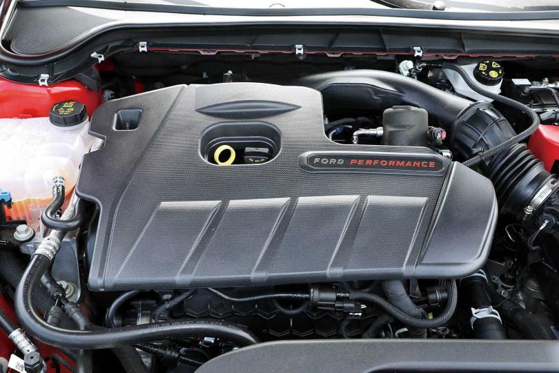 採用2.3雙渦流單渦輪引擎,時速由0加速至100km只需6.1秒。(圖/王永泰攝)
