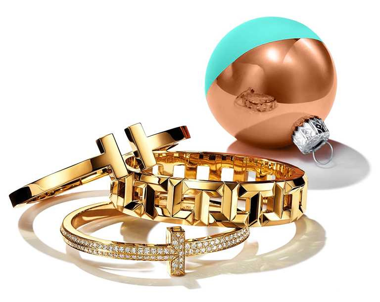 TIFFANY & CO.「Tiffany T」系列,黃金手環╱(上)194,000元;(中)565,000元;(下)1,060,000元。(圖╱TIFFANY & CO.提供)