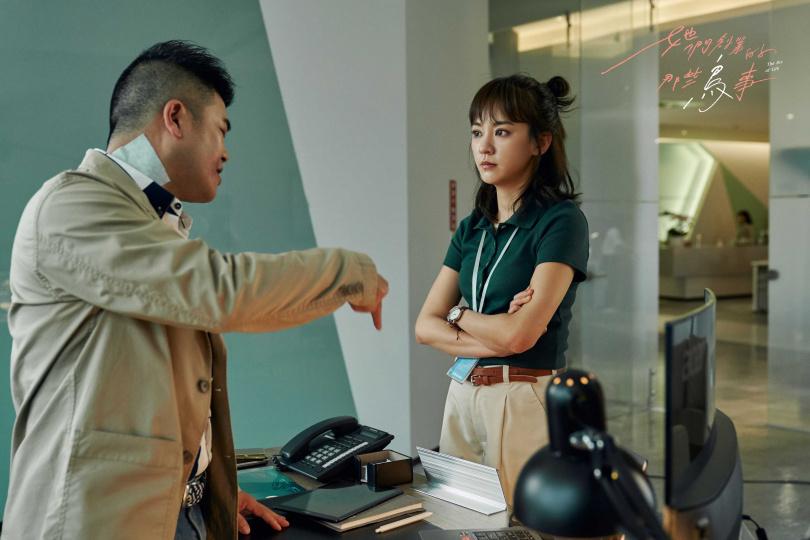 陳意涵(右)在劇中常被主管馬國畢刁難。(圖/可米傳媒)