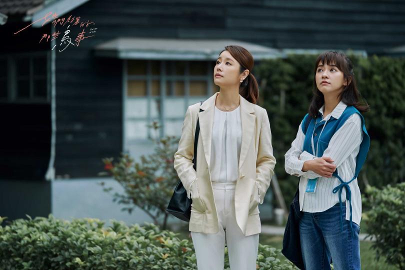 林心如(左)在劇中賞識陳意涵,邀她創業。(圖/可米傳媒)