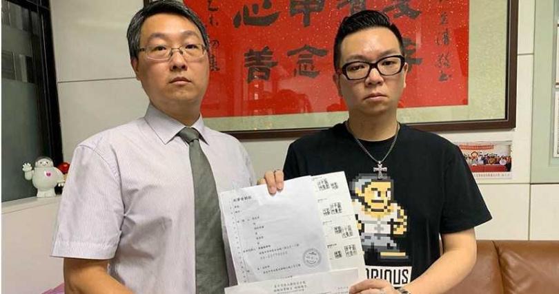 中市前議長張宏年之子、議員張彥彤(右)強調將提出殺人未遂告訴。(圖/中國時報林欣儀攝)