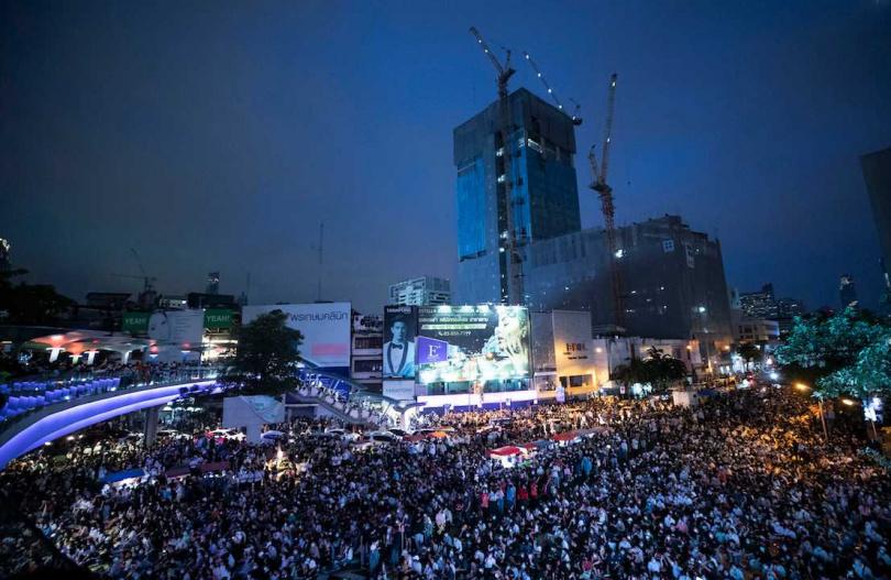 泰國反政府示威不斷,16日傍晚聚集在市中心示威。(圖/美聯社)