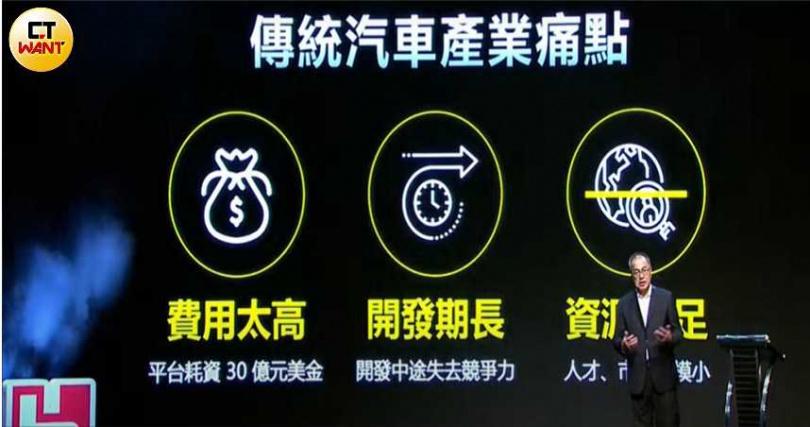 鴻華先進副董事長左自生表示開放平台成為解決耗費經費及開發時間長的最佳方案。(圖/胡華勝攝)