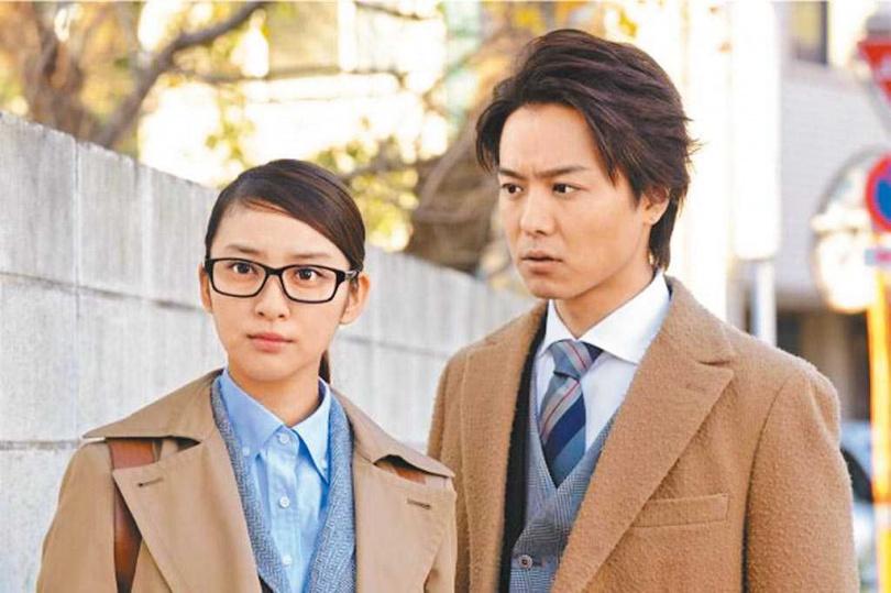 武井咲(左)與TAKAHIRO合演電視劇《戰力外搜查官》相識交往而結婚。(圖/摘自豆瓣電影)