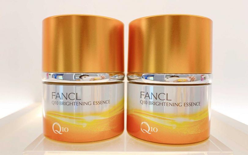 如果有想入手的人,可趁接下來週年慶檔期添購「Q10能量煥膚精華霜新品組」,一次帶兩罐只要4,750元,現省250元超划算。(圖/吳雅鈴攝影)