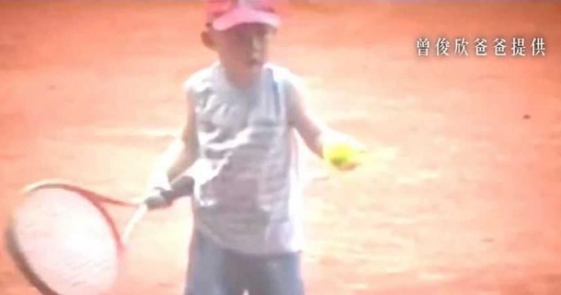 曾俊欣5歲開始接觸網球。
