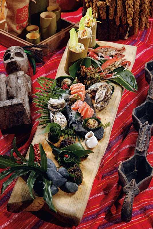 集合部落採收之時蔬或漁獲的「馬嘟慕絲米格蟹」,可以一次吃到多種食材。(2,600元)(圖/于魯光)