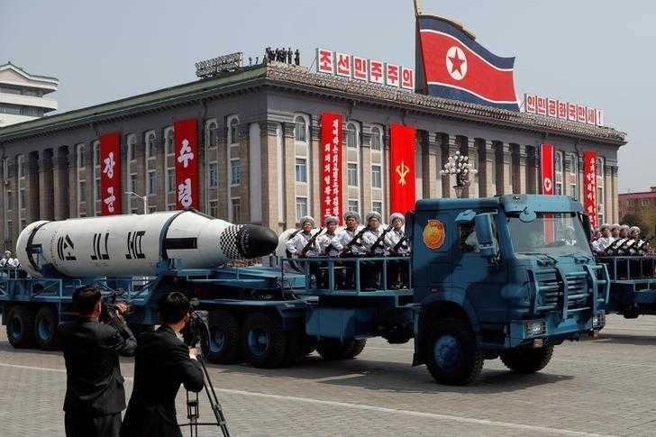 北韓10日歡慶朝鮮勞動黨75週年黨慶,並且在首都平壤舉行大規模閱兵,向外界世界最大的彈道飛彈。(圖/Reuters)