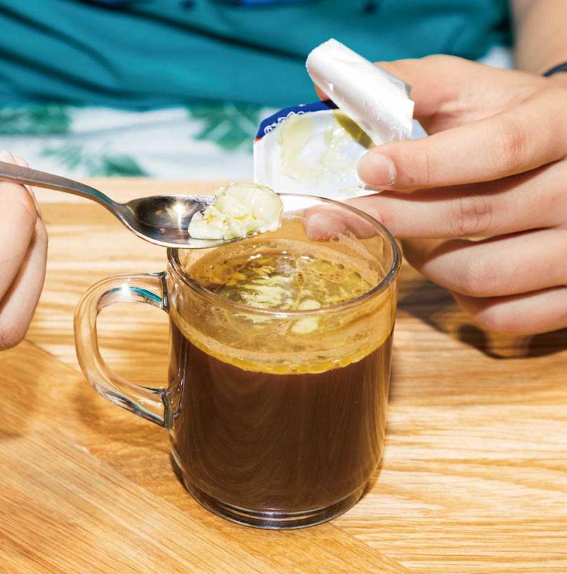 相當流行的防彈咖啡脂肪量相當高,會影響癌友食慾,所以不建議食用。(圖/123RF)