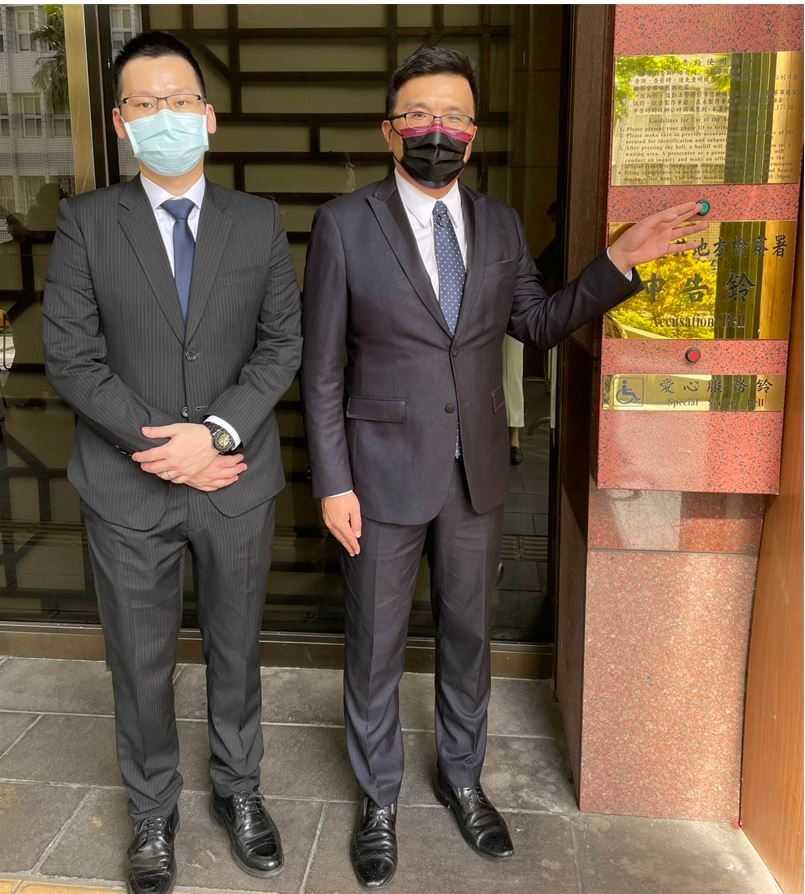 左起為律師文大中、黃聖棻律師。(圖/聯昌電子提供)
