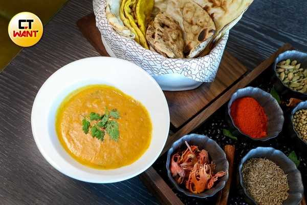 「綠豆仁咖哩」的奶香中和了香料滋味,是印度最常見的咖哩。(圖/于魯光攝)