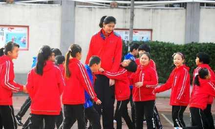 張子宇的爸媽身高都很高。(圖/翻攝自微博)