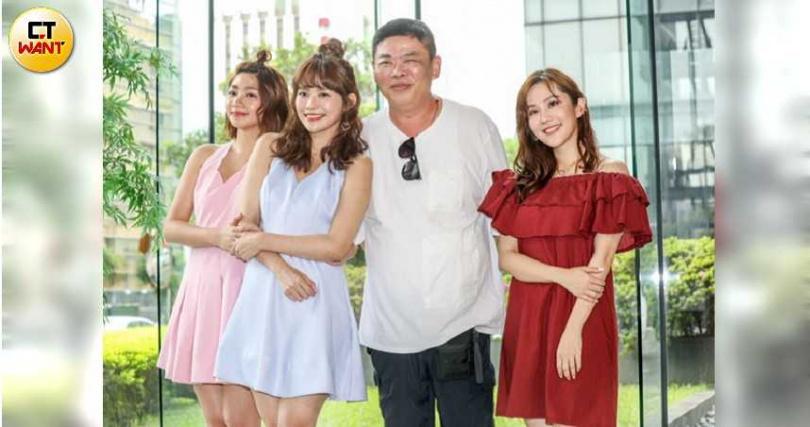 曾智希(左起)、林萱瑜、導演馮凱,王宇婕來為曾智希打氣。(攝影/張祐銘)