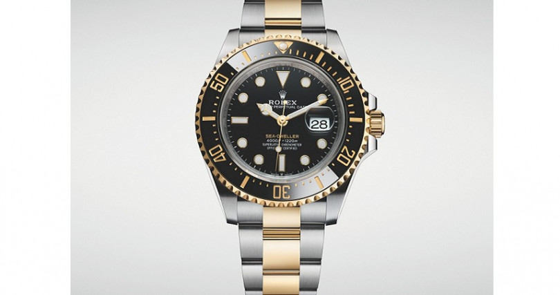 勞力士Sea-Dweller專業潛水錶/半金材質,錶徑43mm/3235自動上鍊機芯,儲能70小時/大三針,日期/防水1220公尺/定價533,000元。