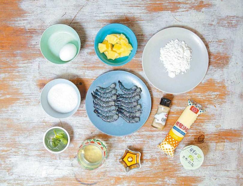 材料蝦仁、鳳梨、美乃滋、無糖優格、太白粉、蛋、白胡椒。(圖/中國時報吳松翰攝)