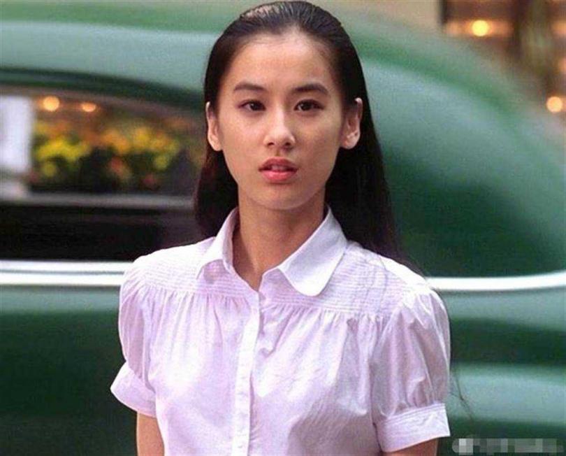 黃聖依在《功夫》中楚楚可憐的模樣讓人戀愛。(圖/翻攝自微博)