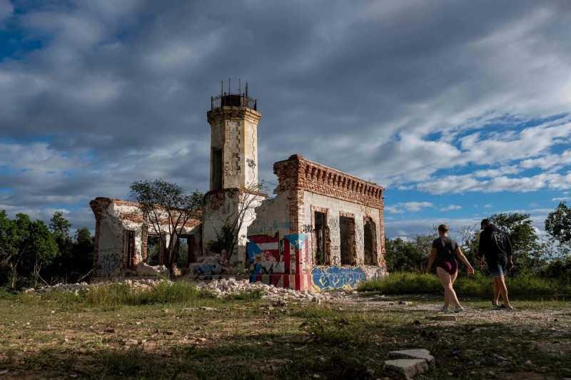 波多黎各知名燈塔建物崩塌。(圖/法新社)