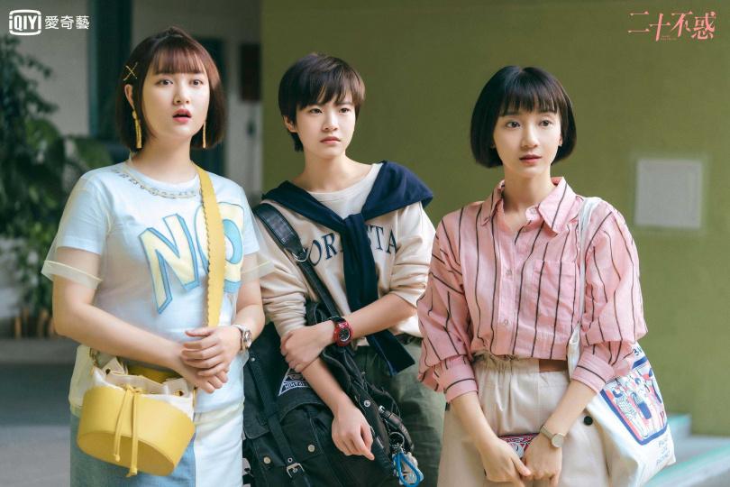 關曉彤與董思怡、李庚希、卜冠今 (左起)劇中成為室友。
