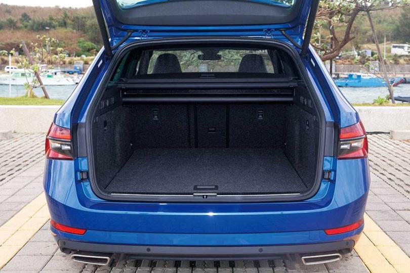 SUPERB Combi的行李廂空間,達660公升。(圖/黃耀徵攝)