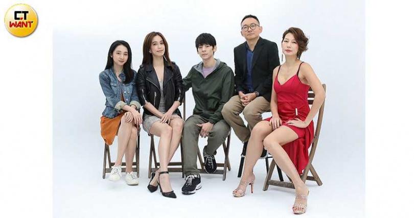 導演何蔚庭(右二)領主演林柏宏、李沐、陳庭妮、丁寧出席記者會。