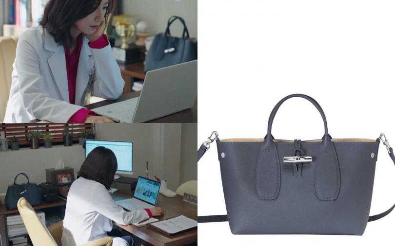 金喜愛劇中使用同款包型>>LONGCHAMP Roseau系列手提包(M)(飛行員藍)/17,400元(圖/翻攝自網路、品牌提供)