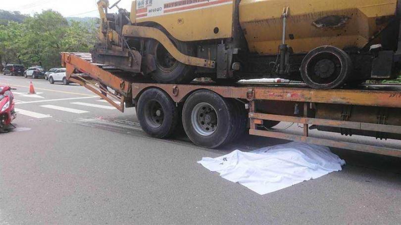 台中市北屯區東山路一處路口29日上午發生死亡車禍,24歲女騎士命喪輪下。(圖/民眾提供)