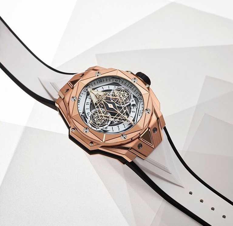 HUBLOT「Big Bang Sang Bleu II墨白計時碼錶」皇金款╱45mm,緞面拋光皇金錶殼,限量100只╱1,469,000元。(圖╱HUBLOT提供)