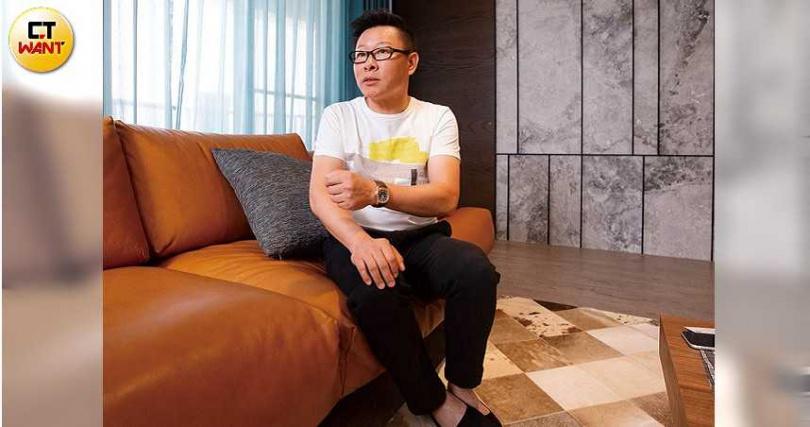 走過因建商跳票背債的人生低谷,滿林昌穩步前行,朝中大型設計公司邁進。(圖/黃威彬攝)
