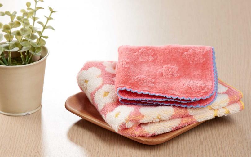 即日起至5/31首次購入朵茉麗蔻指定套組,即可獲得花漾方巾手帕組等首購好禮。(圖/品牌提供)