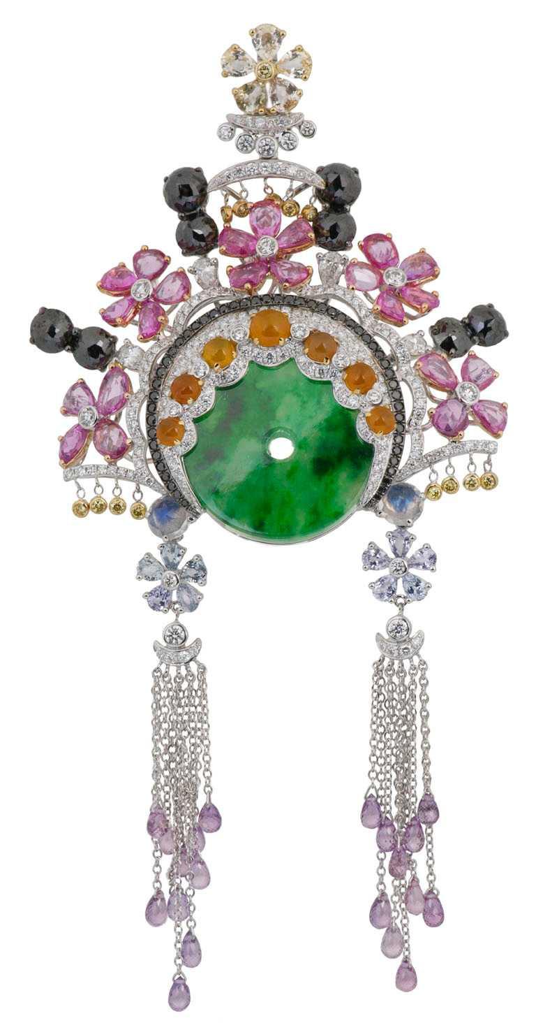 JHENG Jewellery「眾生臉譜系列」翡翠臉譜╱18K白金,翡翠、黃翡、粉剛、彩剛、月光石、黃鑽、黑鑽、白鑽與梨形切割鑽石╱1,210,000元。(圖╱JHENG Jewellery提供)