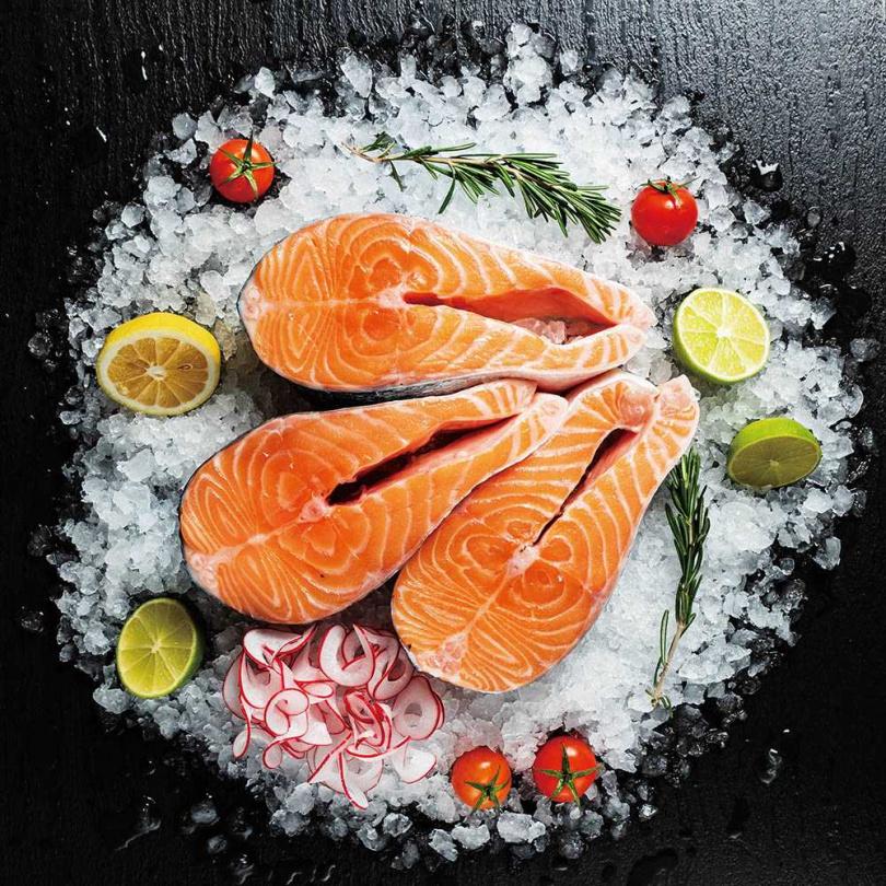 想要預防乾眼症,可多攝取好的油脂食物,例如堅果、鮭魚等,才能讓瞼板腺分泌清澈的油脂,滋潤眼球。(圖/123RF)