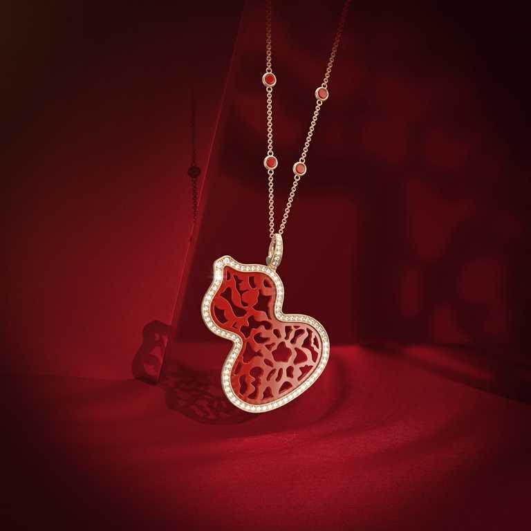 Qeelin「Wulu Lace」18K玫瑰金鑲鑽紅瑪瑙項鍊╱470,500元。(圖╱Qeelin提供)