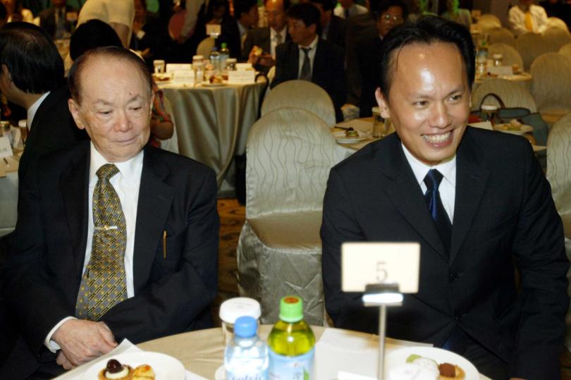 泰山總裁詹仁道(左)栽培兒子詹岳霖為泰山掌門人。(圖/報系資料照)