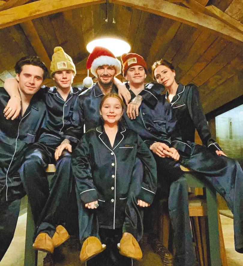 貝克漢一家6口齊聚過耶誕佳節。(摘自IG)