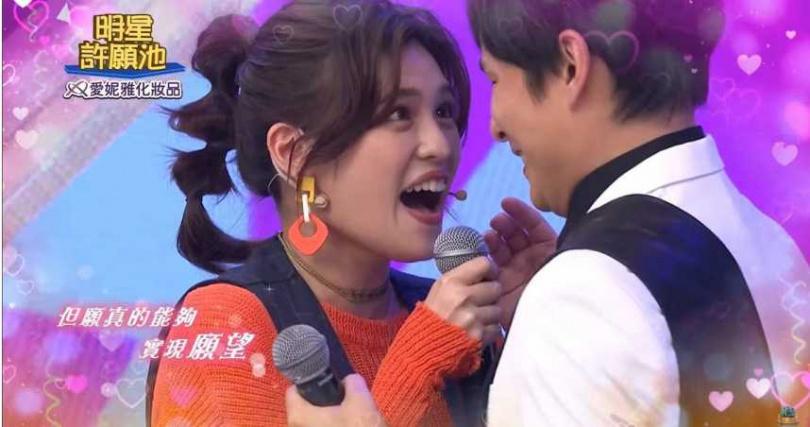孫協志(右)和夏宇童在節目中公開放閃。(圖/民視提供)