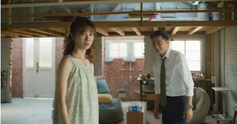 陳嘉玲(謝盈萱飾)和蔡永森(藍葦華飾)復合之吻被臭屁打斷。