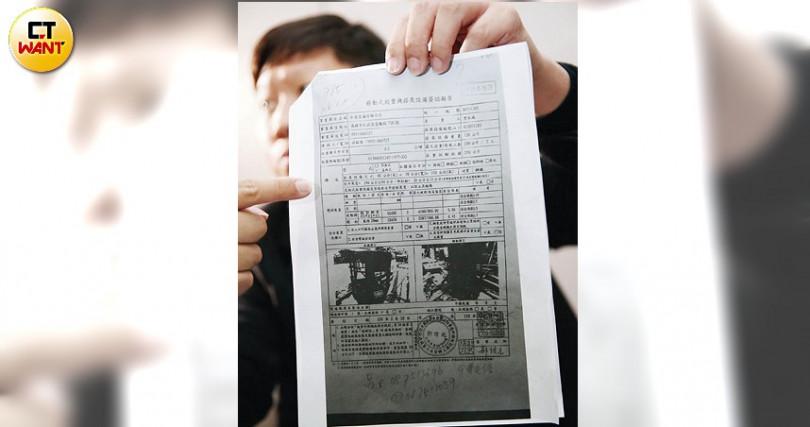 有爆料者投訴至本刊,稱有不肖業者偽造技師的安全簽證,造成吊車吊籃作業的安全漏洞。(圖/鄭清元攝)