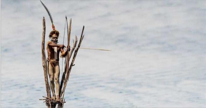 男性族人負責打獵及守衛工作。(圖/翻攝自IG@alfienero)
